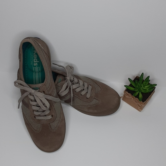 Keds cloth and suede lace up walking shoe